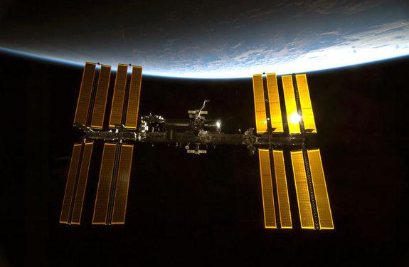 DESALOJO DE LA ESTACION ESPACIAL, RIOS TEÑIDOS DE SANGRE Y ... Space-station-view-100213-02