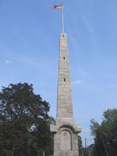 Obelisk_monument_commemorating_American_Revolutionary_War_(Acton,_Massachusetts)