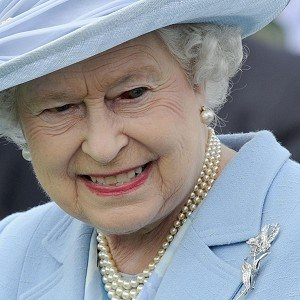 Reina-Isabel-II-reptiliana