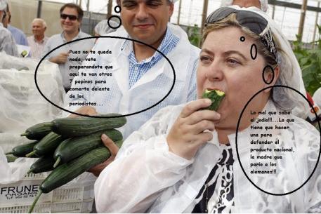 clara_aguilera_consejera_agricultura_junta_andalucia_come_pepino_ecologico