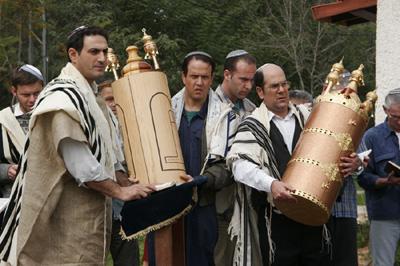 yom-kippur_torahs