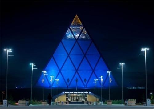 604_428_Piramide_de_la_Paz_de_Noche_realograma