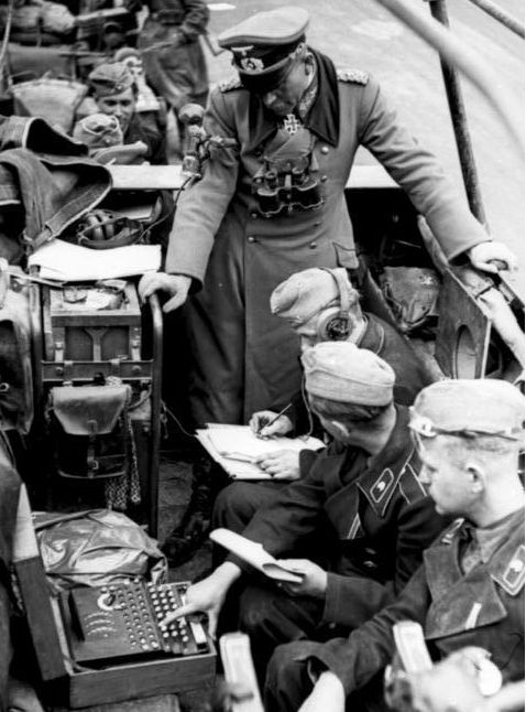Bundesarchiv_Bild_101I-769-0229-10A,_Frankreich,_Guderian,_-Enigma-_croppped