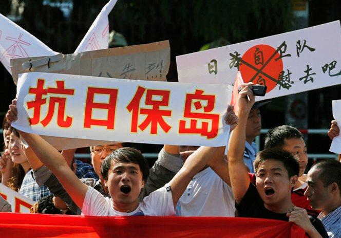 Manifestantes-chinos-protestan-frente-embajada-japonesa-Pekin