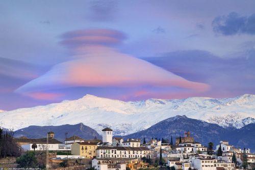 Veleta-Granada-Sierra_Nevada-Fotografia_del_Dia-nube_lenticular-NASA-Guido_Montanes_MDSIMA20131126_0190_42 (1)