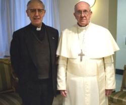 15580_el_papa_francisco_y_adolfo_nicolas__superior_de_los_jesuitas__posan_en_una_foto_de_2013