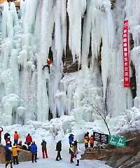 Frozen-waterfall-in-China