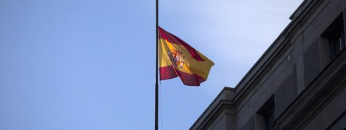 La-bandera-espanola-a-media-as_54404008759_51351706917_600_226