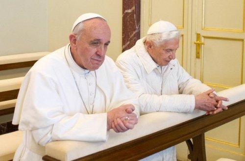 El-papa-emerito-Benedicto-XVI-_54369523453_53389389549_600_396