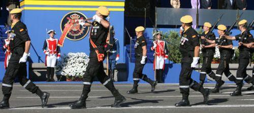 Unidad-Militar-Emergencias-desfile-Octubre_ECDIMA20131119_0008_21