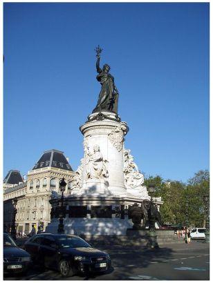 Place_de_la_République,_Paris,_2007-08-04