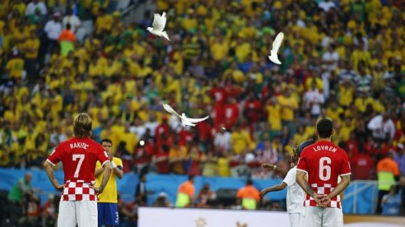 palomas-volaron-Sao-Paulo-Mundial_MDSIMA20140613_0026_1