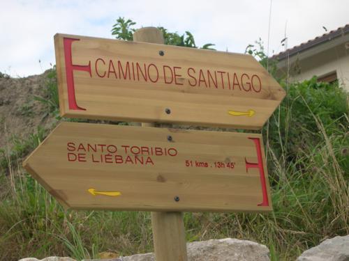 punto-de-separacion-camino-a-santo-toribio-y-camino-de-santiago-del-norte-en-la-acebosa-_500x375